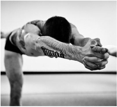 3 simple reasons why you should be doing yoga  well built